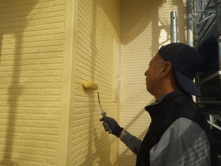 外壁上塗り(玄関側)