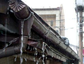 雨樋水漏れ